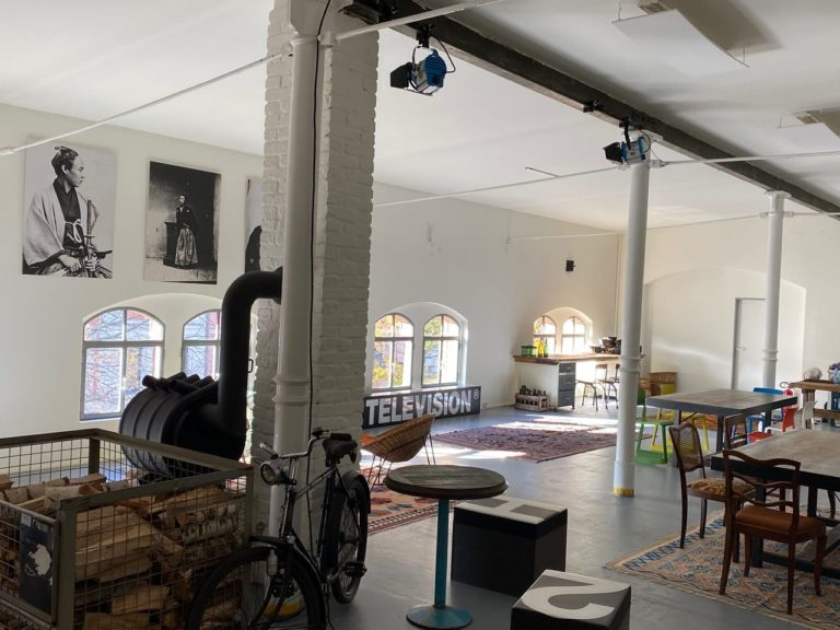 Atelier-in-der-Heeresbaeckerei_tag_innen_fenster